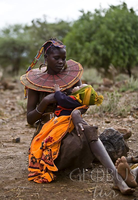 китаянка в африканском племени